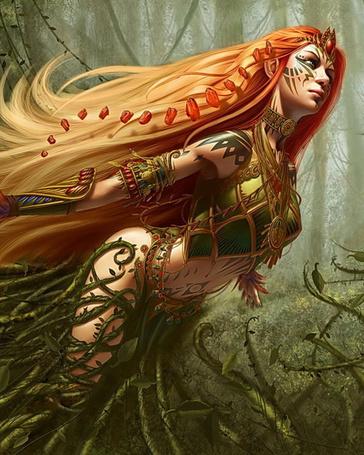 Фото Рыжеволосая девушка-эльфийка в лесу
