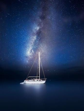 Фото Яхта на фоне звездного, ночного неба