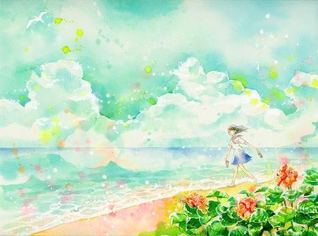Фото Девочка в школьной форме с тапочками в руках гуляет по пляжу, на небе пышные облака и летает чайка, автор - 宮部サチ