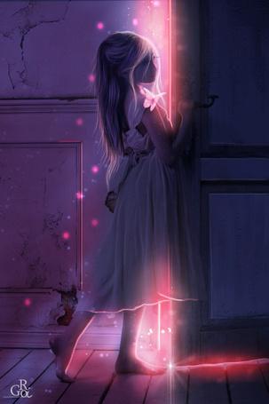 Фото Девочка стоит у двери, откуда появляется волшебный свет, работа Sarita от автор GORI89