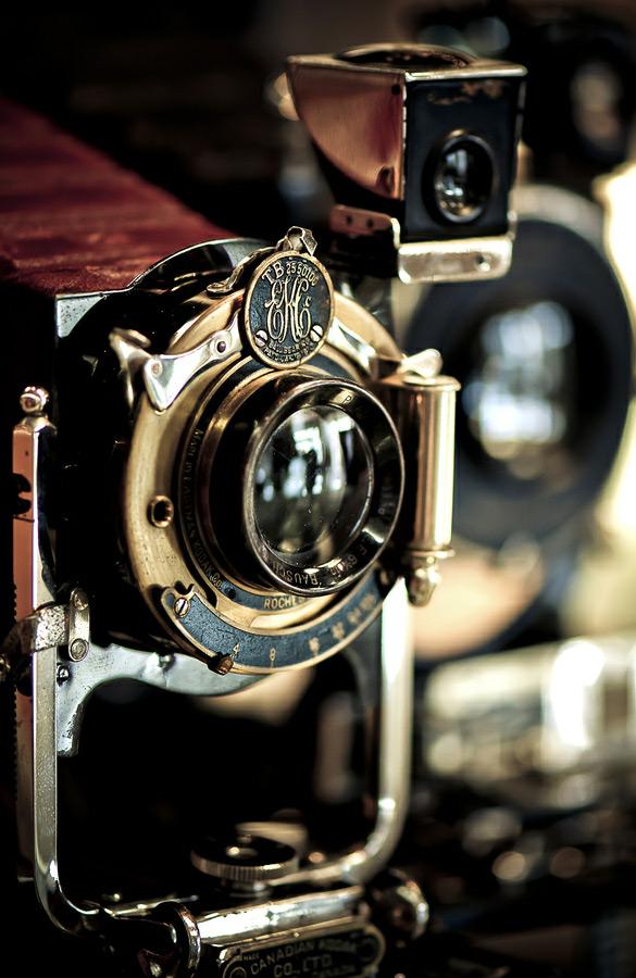 Фото Винтажный фотоаппарат Kodak / Кодак с золотистыми деталями