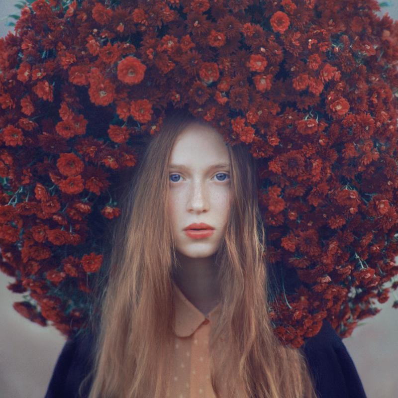 Фото Девушка с большим венком из цветов на голове, Фотограф Олег Оприско