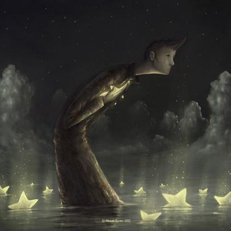 Фото Одинокий грустный мужчина стоит в воде с плавающими там горящими звездами на фоне ночного облачного неба, автор Murat Turan