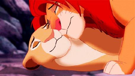 Фото Симба ластится к своей матери Сараби, момент из мультика Король лев / The Lion King