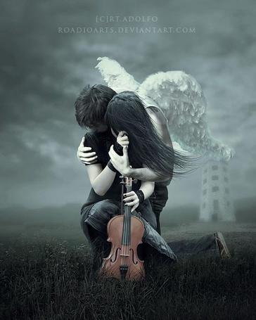 Фото Парень - ангел обнимает девушку, держащую в руках скрипку