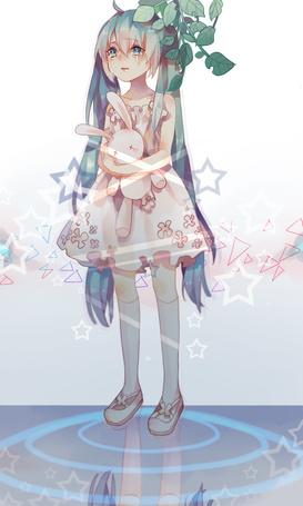 Фото Плачущая Vocaloid Hatsune Miku / Воколоид Хатсунэ Мику с плюшевым кроликом в руках