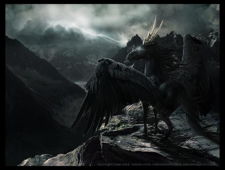 Фото Вороной пегас с рогами стоит напротив гор и пасмурного неба в котором сверкнула молния, художник THE WEATHERED RAVEN