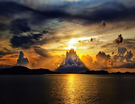 Фото Красивые облака на побережье Швейцарии / Switzerland (© Sveta_Sherer), добавлено: 29.09.2012 01:56
