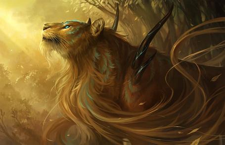 Фото Фэнтези-лев в лесу в лучах солнца
