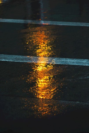 Фото Отражение света на мокром асфальте (© Mr. Panda Tao), добавлено: 16.01.2014 11:57