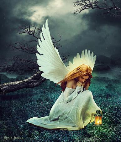 Фото Девушка - ангел склонила голову над землей, рядом стоит фонарь, фоаторт IgnisFatuusII