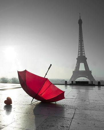 Фото Красный зонт и сердечко перед Эйфелевой башней