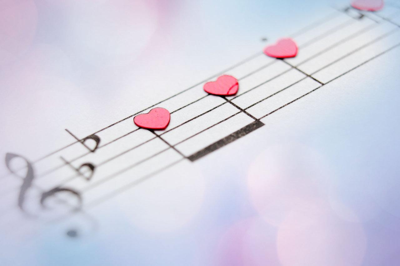 Открытки о любви с музыкой, букетом для