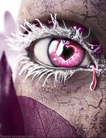 Фото Глаз с заиндевевшими ресницами и зрачком в виде сердечка, автор ftourini