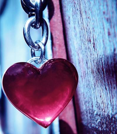 Фото Кулон в виде сердца на цепочке
