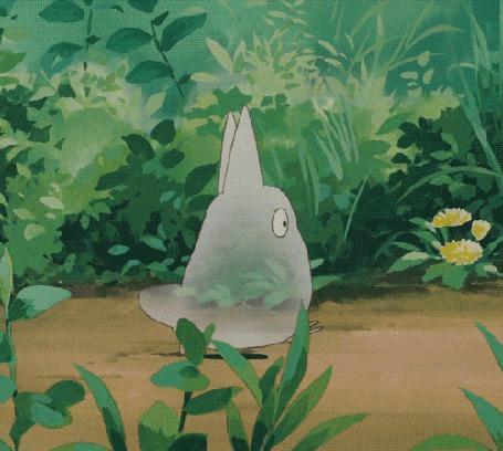 Фото Chibi Totoro / Маленький Тоторо идет по тропинке и оглядывается, из аниме Мой сосед Тоторо / My Neighbor Totoro (© retro), добавлено: 15.02.2014 16:35