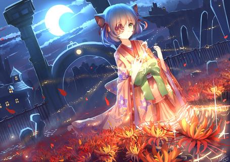 Фото Неко-девушка с цветком на глазу, одетая в кимоно стоит на коленях среди цветов на кладбище