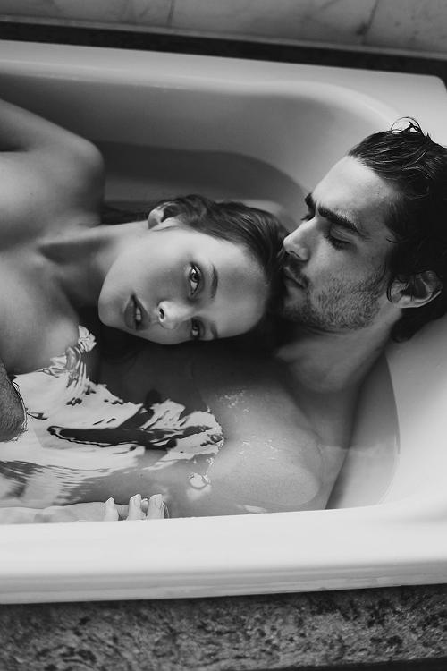 Фото в ванной девушка и парень 32956 фотография