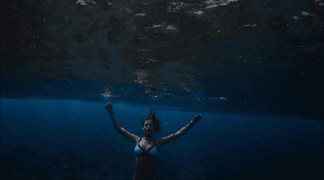 Фото Модель Alejandra Guilmant / Алехандра Гилмант плавает под водой