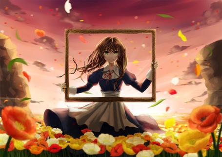 Фото Девушка стоит на цветочной поляне с рамкой в руках
