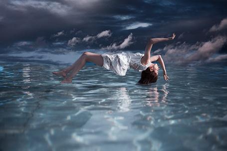Фото Девушка парит над водой, фотограф Maja Topcagic