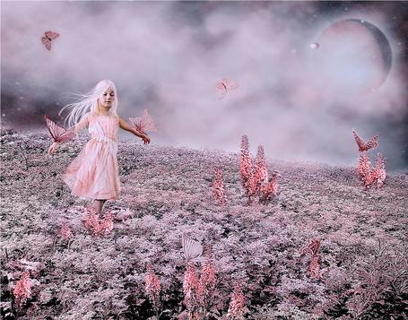 Фото Светловолосая девочка с закрытыми глазами, идущая по цветочному полю в окружении порхающих розовых бабочек, две из которых сидят у нее на руках на фоне пасмурного неба и появившейся планеты, автор Nataliorion