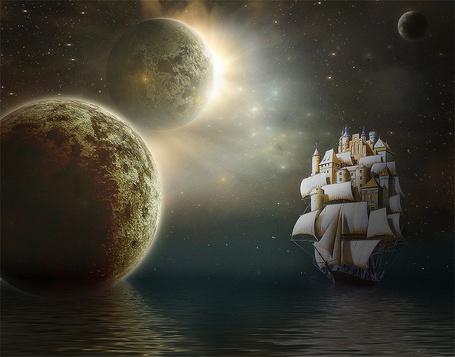 Фото Фантастический фрегат с белыми парусами и различными замками и дворцами, плывущий по морю на фоне ночного, звездного неба и парада планет солнечной системы, автор Nataliorion