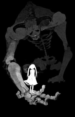 Фото Девушка стоит у скелета на ладоне
