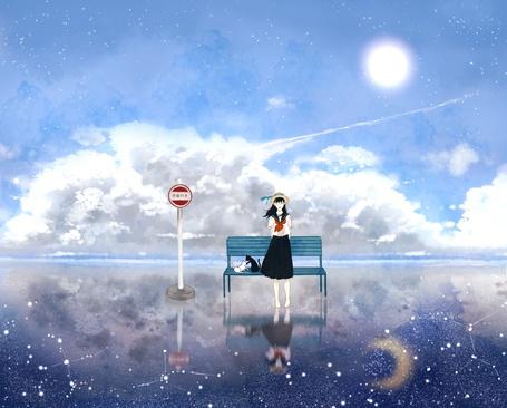 Фото Смеющаяся девушка стоит на зеркальной поверхности, в которой отражается звездное небо и месяц, около лавочки, на которой сидят кошки, art by kurosaka hal