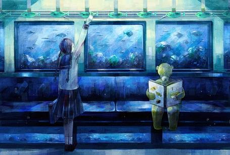 Фото Плюшевый мишка, читающий книгу и девочка в вагоне поезда, за окнами которого плавают рыбы, art by nomiya