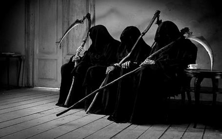 Фото Три смерти с косой ждут своей очереди
