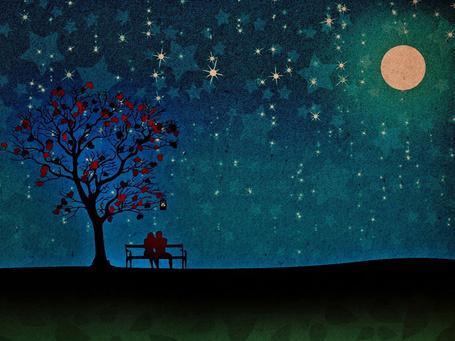 Фото Мужчина с девушкой сидят на лавочке около дерева на фоне луны в ночном небе