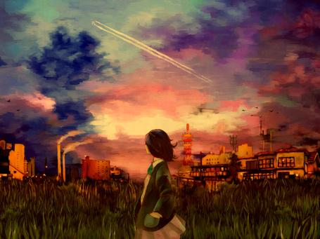 Фото Девушка стоит на фоне закатного неба