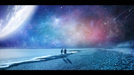 Фото Парень и девушка стоят, держась за руки, на берегу моря на фоне звездного наба, работа RazielMB