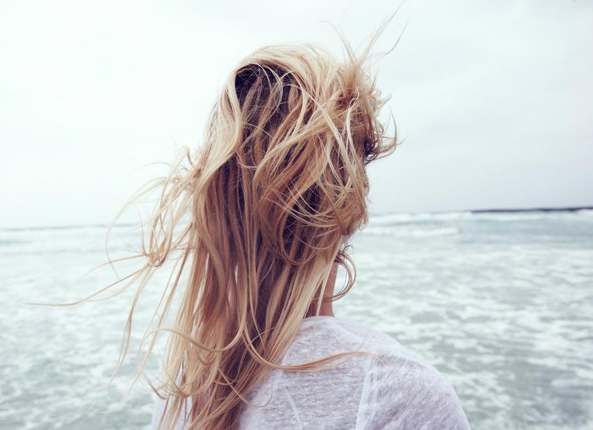 Смотреть фото девушка с русыми волосами вид со спины