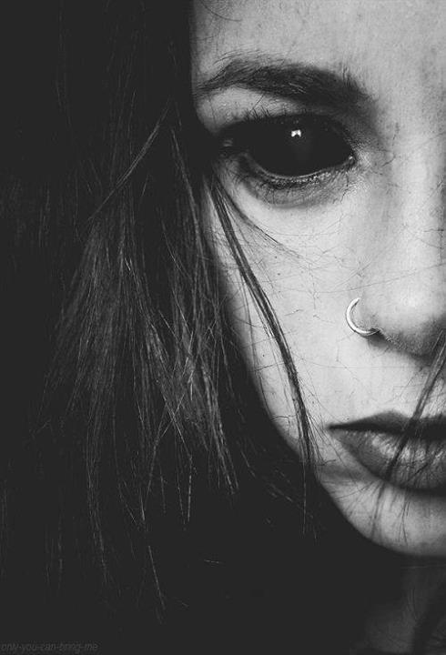 Фото девушек с чёрными глазами на аву