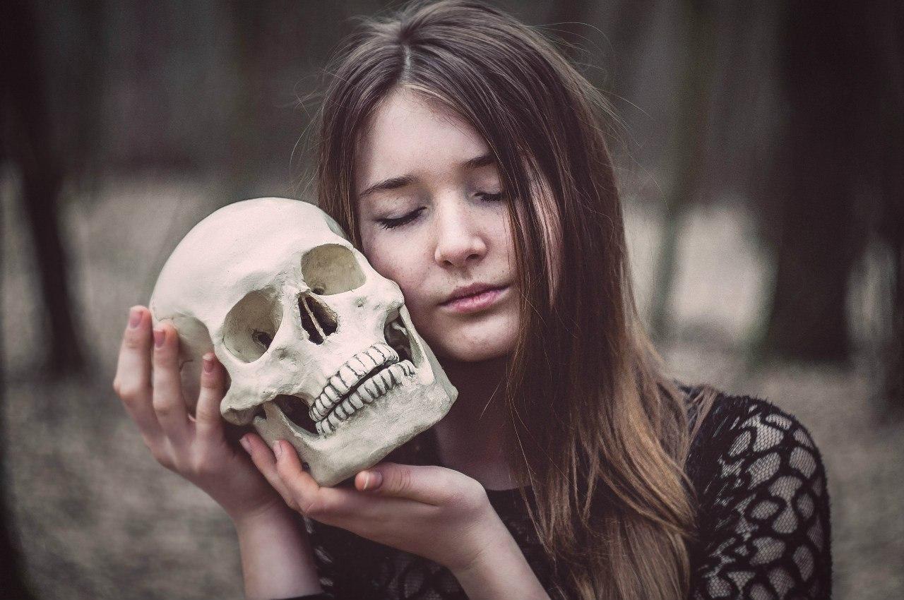 Фото черепа девочки