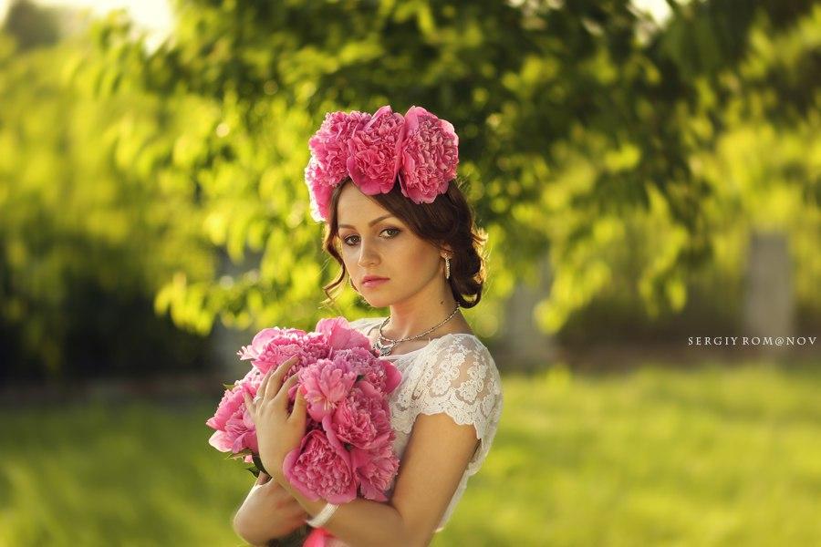 Девушка с розовыми пионами, фотограф Сергей Романов