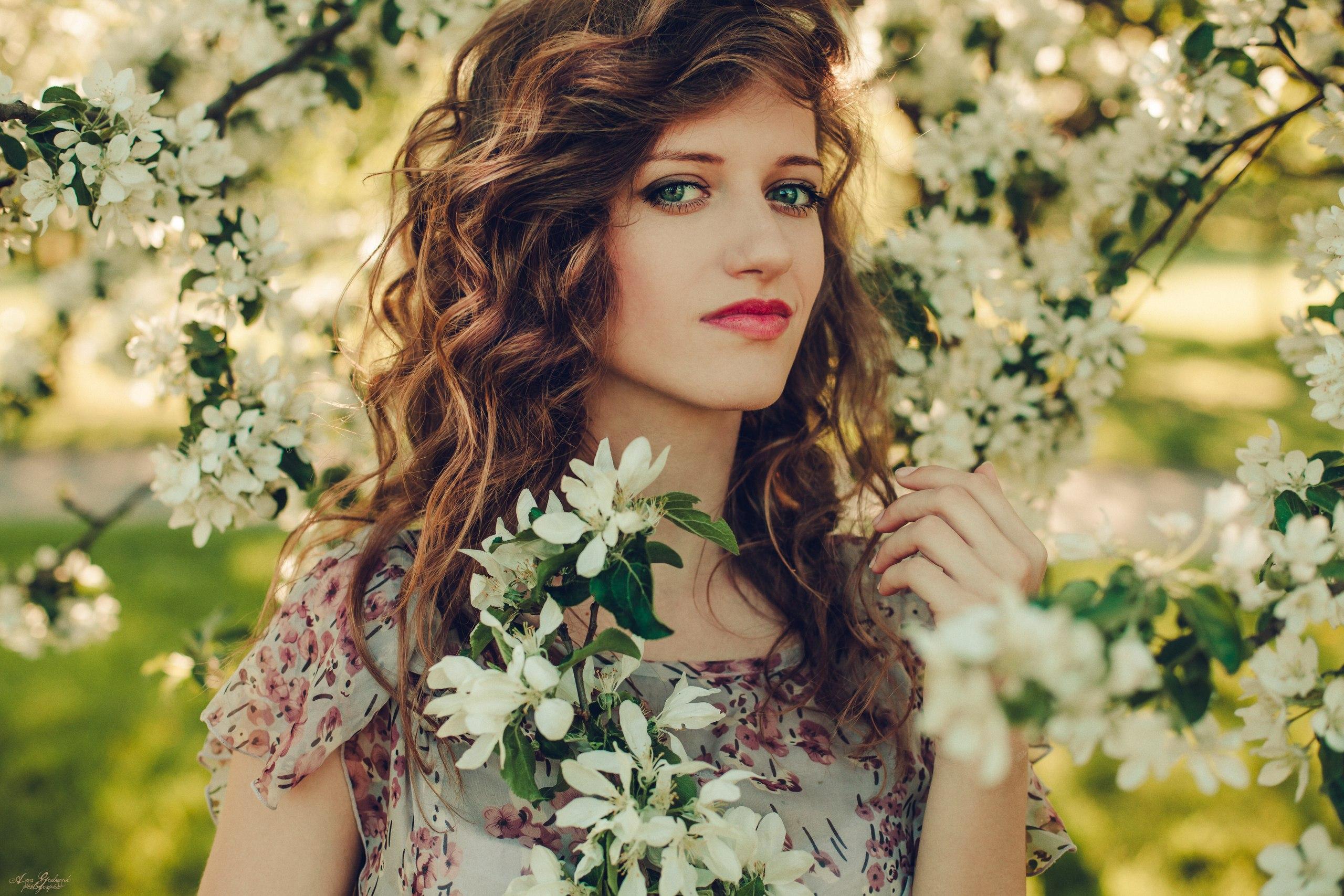 того, реклама фотосессии около цветущих деревьев легенда рассказывает жила