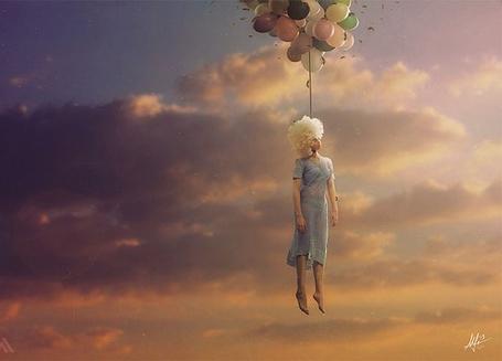 Фото Девушка весит на воздушных шарах, художник Марио Санчез Невадо