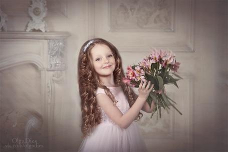 Фото Маленькая девочка с цветами, фотограф Ольга Диес