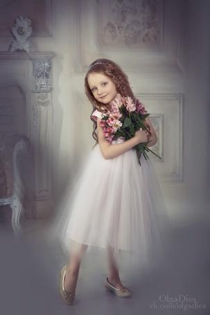 Фото Девочка в платье и с цветами, фотограф Ольга Диес