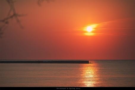 Фото Море на фоне заката, фотограф Алексей Латыш (© PolinaPolina), добавлено: 18.05.2014 15:18