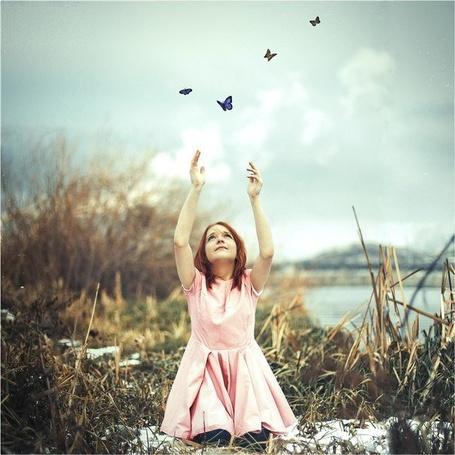 Фото Девочка пытается поймать бабочек, фотограф Юрий Шайхов