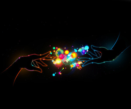Фото Между женской и мужской руками светящиеся разноцветные шарики