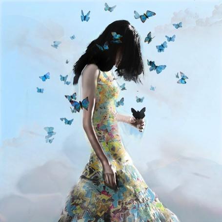 Фото Девушка с порхающими бабочками над ней