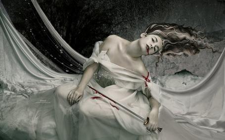 Фото Девушка с окровавленной шпагой, работа The Threads of Life / нити жизни, арт by kimsol