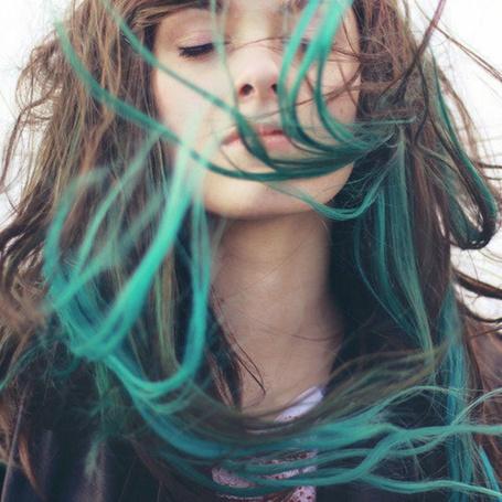 Фото Шатенка с голубыми прядями (© Юки-тян), добавлено: 01.06.2012 14:29