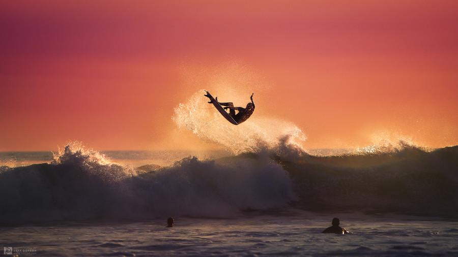 Фото Мужчины в море катаются на серфинге, by Jeff Dotson