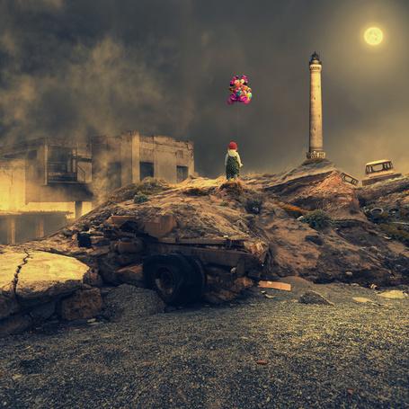 Фото Девочка в красной шапочке, стоящая невдалеке от маяка, держащая в руке веревку с привязанными к ней разноцветными воздушными шариками, на фоне пасмурного ночного неба и светящейся луны, автор Garas Ionut